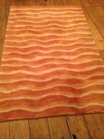 Wavy print gold colour rug