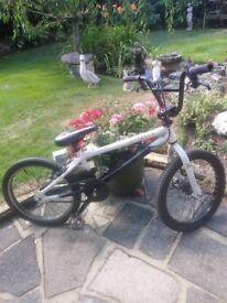 BMX bike disc brakes front wheels calliper brakeson rear in good condition