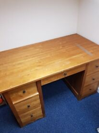 For sale solid desk in good condition