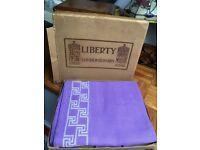 Large vintage table cloth & 6 matching napkins