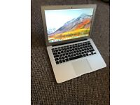 macbook air 13.3 inches 1466. intel core i5 2015 great condition comes boxed with c