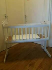 White baby cot / swinging crib (0-6 months)