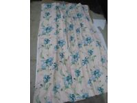 Single Cream and Blue Decorative Curtain with Fixed Lining for £8.00