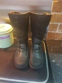 SIZE 9 MOTORCYCLE BOOTS WORN ONCE