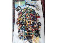 4 kg of Knex construction pieces , large varied mix, comes with various instruction manuals £35 ono