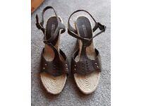 Brand new unworn Kenneth Cole sandals size 6
