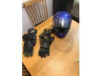 Motorcycle helmet shoei, two sets of gloves, spare visor.
