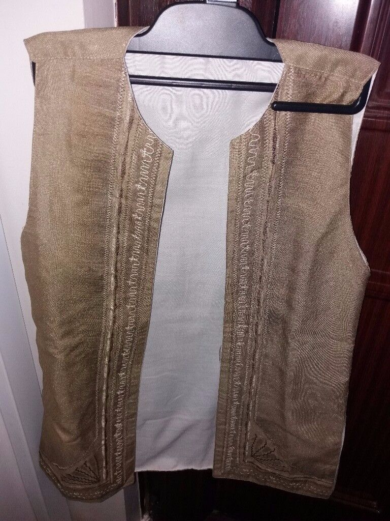 Sleeveless Traditional Indian Kurta jacket with embroidery in front. Age 5-7yrs