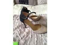 Ladies shoes size7