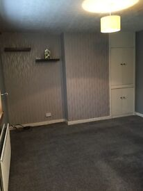 Modern, clean one bed flat to let 10 mins walking distance to town centre, bus and train stations