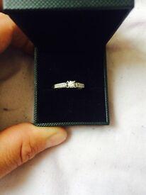 9ct White gold engagemet ring