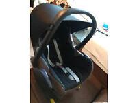 Maxi-Cosi Pepple baby car seat with bease