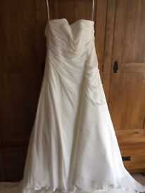 2nd Hand White One by Pronovias Wedding Dress. Size 16/18 , Colour Off white,