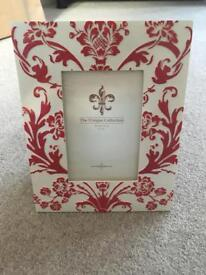 Fantastic red and white photo frame