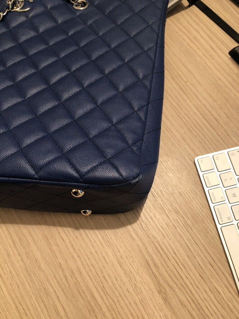 Grand cabas chanel bleu très bon état sac à main