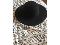 Black- burgundy women's hat