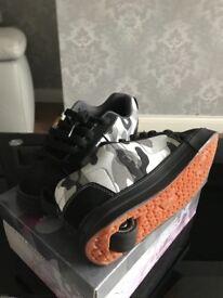 Heelys skate shoes size 4
