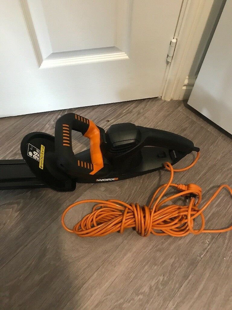 Worx 450w electric hedge trimmer hardly used 45cm blade
