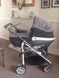 CHICCO LIVING PRAM PUSHCHAIR & ACCESSORIES BARGAIN ONLY £150
