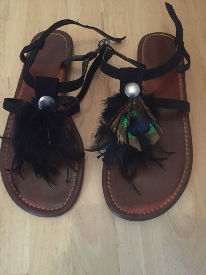 newest collection e1828 27c29 Buffalo Sandalen mit Federn