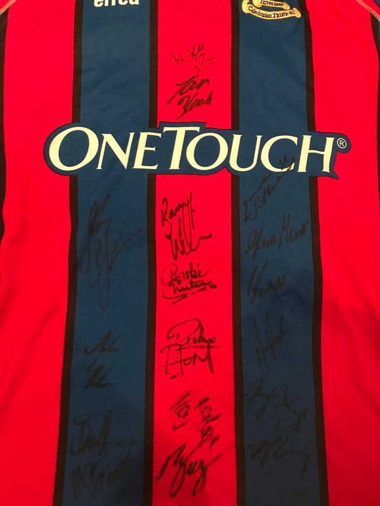 Inverness Caledonian thistle signed top