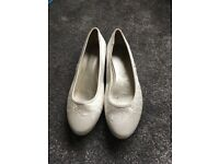 Beautiful wedding shoes- size 8