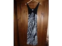 Size 12 Maxi dress in black and white, very flattering