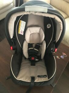 Graco newborn car seat with base