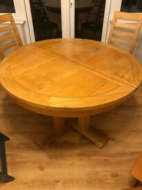 Solid wood circular extendable dining table