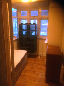 Small single sized bedroom to rent in Becontree, RM8 area.