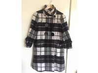 womans black& white plaid and nine points sleeve coat size s