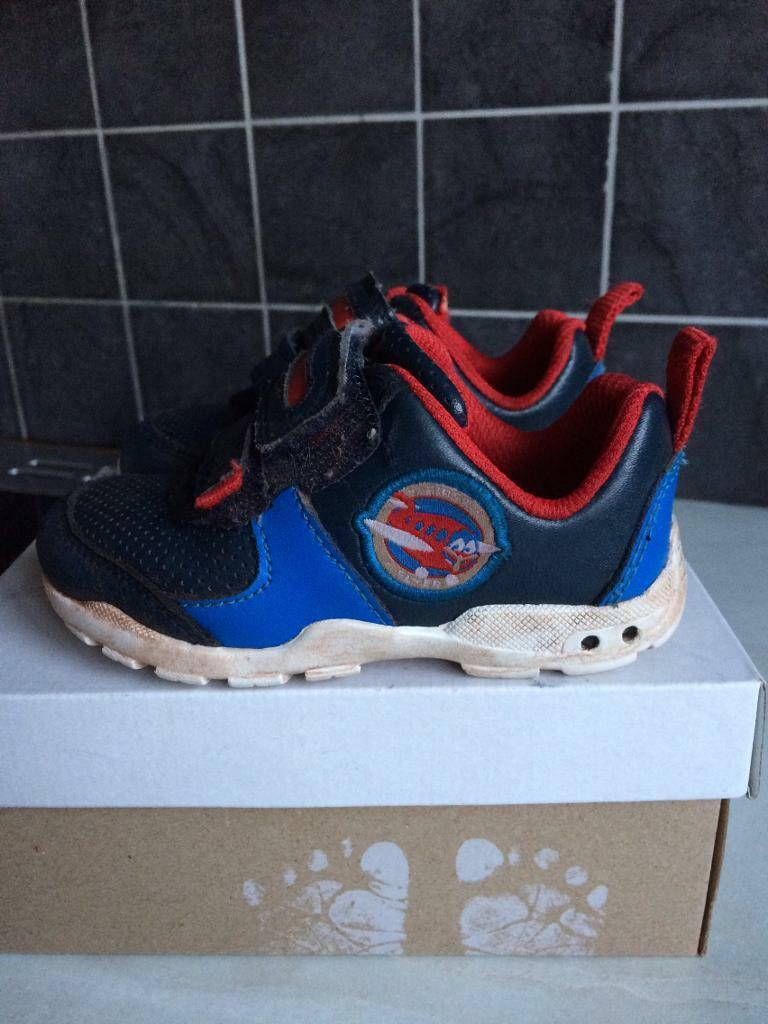 Clarks boys light up trainers size 5 F