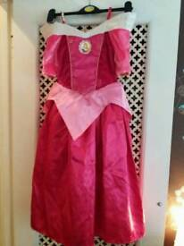 Princess dress reversible with cape