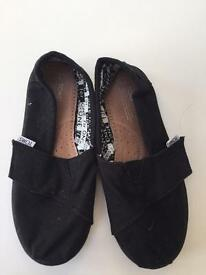 Toms children's size 10 brand new