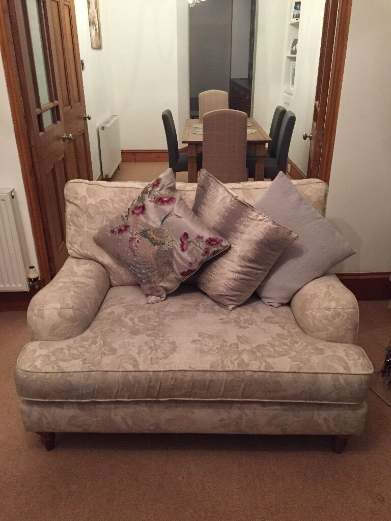 M&S snuggle chair 2seater cream natural colour with natural floral pattern had 18mnths excellent cnd