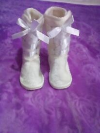 Baby girl faux fur boots size 5 brandnew