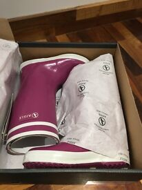 Agile fur lined wellies size 10