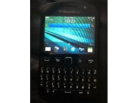 Blackberry 9720 touch and type unlocked mobile phone