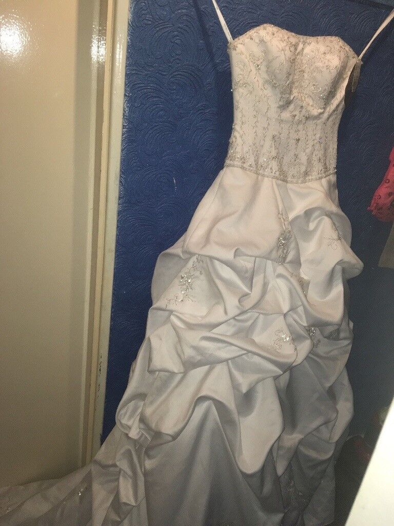 Wedding Dress Brannew With Tags