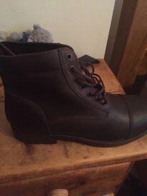 Base London men's boots