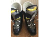 Salomon ski boots size 9 or 27.5