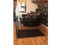 Medium Dogs Crate, single door in black.