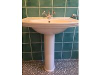 Villeroy and Boch wash hand basin white in good condition