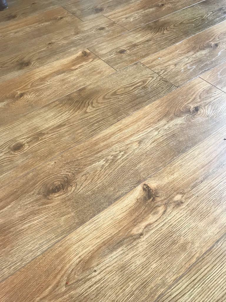 Oak Laminate Flooring 25 Sq M 10mm V Groove Beading And Underlay