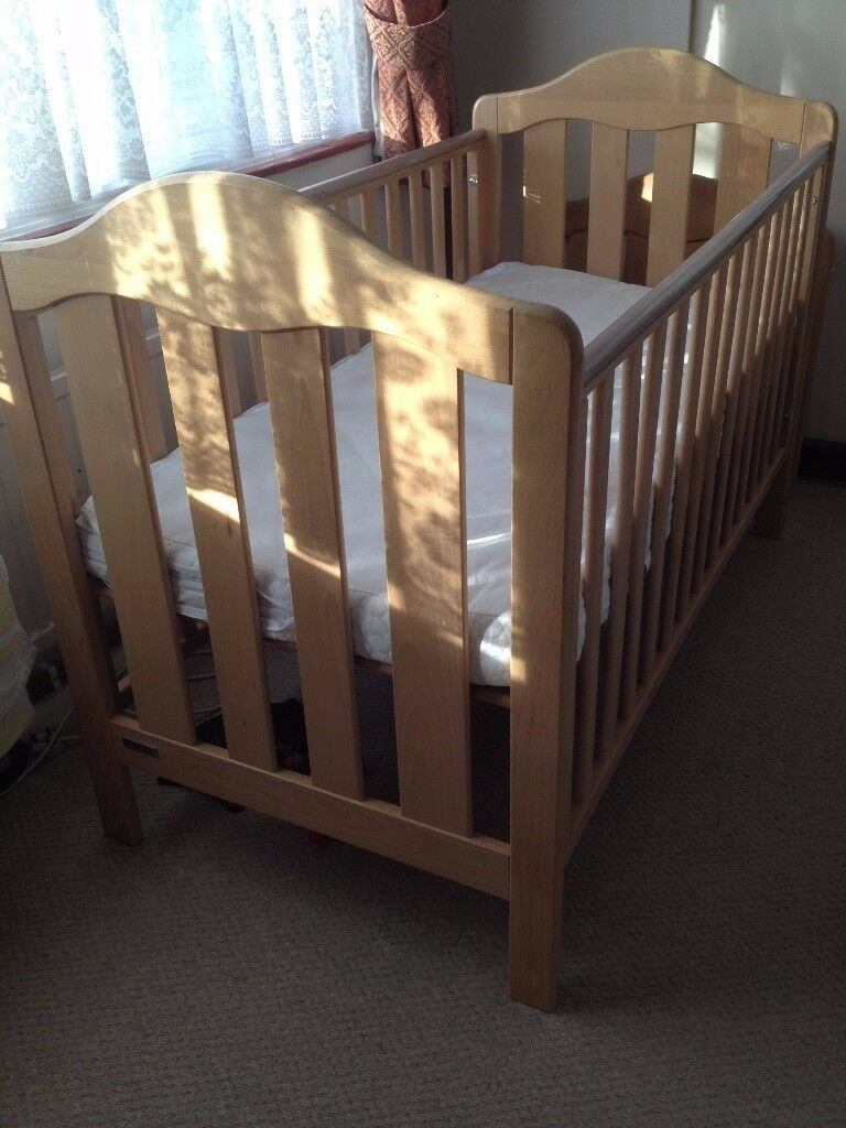 Mamas and Papas cot bed in very good clean condition