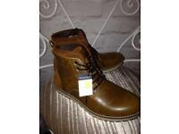 Men's boots size 8 bnwt
