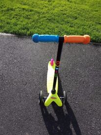 Mini M-Cro micro scooter