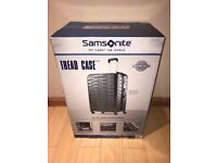 """brand new - Large Travel Suitcase. Samsonite 28"""" with 4 Wheels and Lock"""