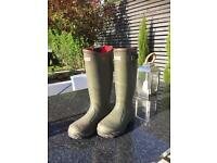 Hunter wellington boots, size 4