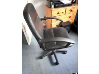 Blk computer /office swivel chair with adjustment buyer collects.